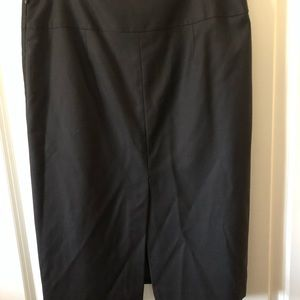 Banana Republic Skirts - Banana Republic pencil knee Lenght skirt wool 6